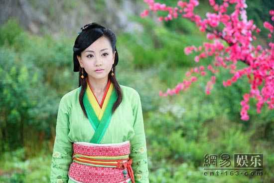 电视剧《笑傲江湖》热播 小师妹杨蓉清新造型获赞