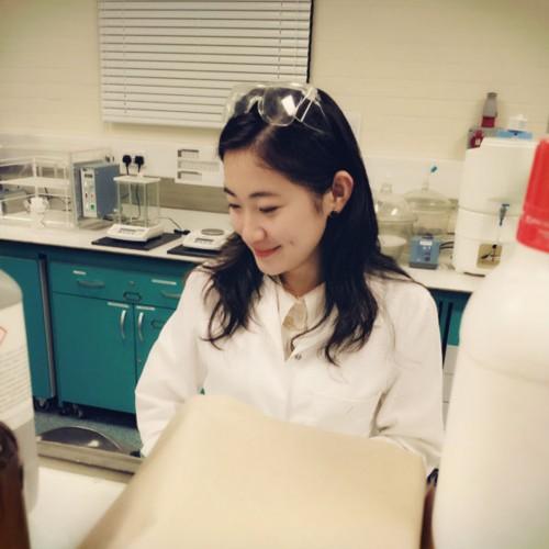 美女博士实验照流出 清纯可人媲美清华大学奶茶妹妹