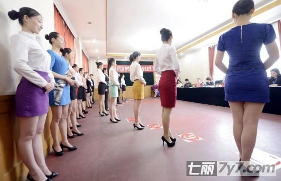 高姐短裙上阵现场图 身材容貌样样不输空姐们
