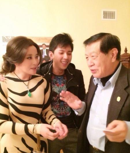 刘晓庆着肉色虎纹装美国会友 获赠测谎仪