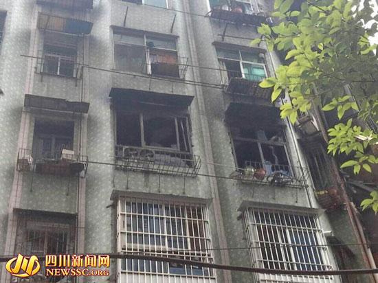 达州一居民楼凌晨突发大火 年轻夫妻相拥遇难