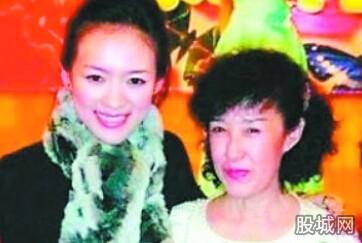万达上市首日平开报48港元 章子怡母亲身家7亿