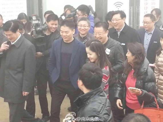 奶茶妹妹刘强东结婚 网友:是不是又炒作