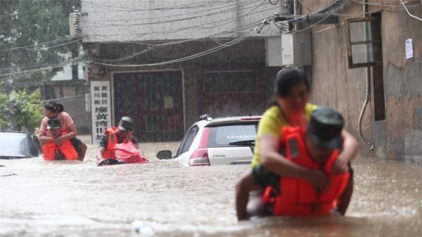 武汉举水河突发特大洪水:溃口70米