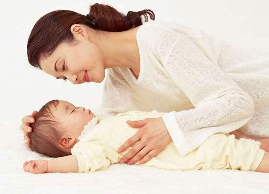 哺乳时被男孩拍照 家长:小题大做